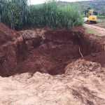 Khu vực bị đào lấy đất tại sân trường Tiểu học An Hải