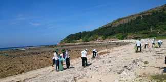 Dọn rác bảo vệ môi trường biển