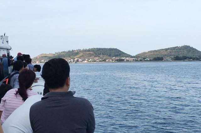 Hành khách ra đảo Lý Sơn.