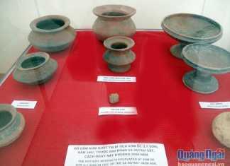 Đồ gốm khai quật tại Di tích xóm Ốc (Lý Sơn), năm 1997. Ảnh: Đăng Lâm