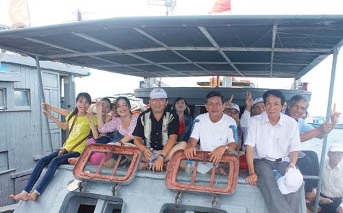 Du khách chỉ mất khoảng 45 phút đi tàu cao tốc từ cảng Sa Kỳ là đến đảo Lý Sơn