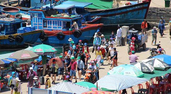 Dân số Lý Sơn ngày càng tăng cao khiến áp lực về đất ở rất lớn