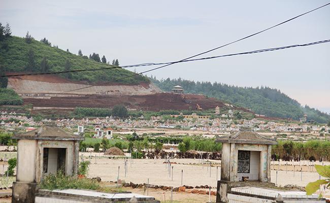 Nghĩa trang chung cho toàn huyện đang được xây dựng ở triền đồi giáp ranh giữa 2 xã An Hải và An Vĩnh