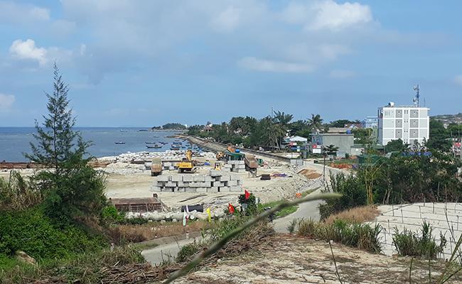 Sau khi hòa điện lưới quốc gia, đảo Lý Sơn phát triển nóng với các công trình xây dựng ồ ạt