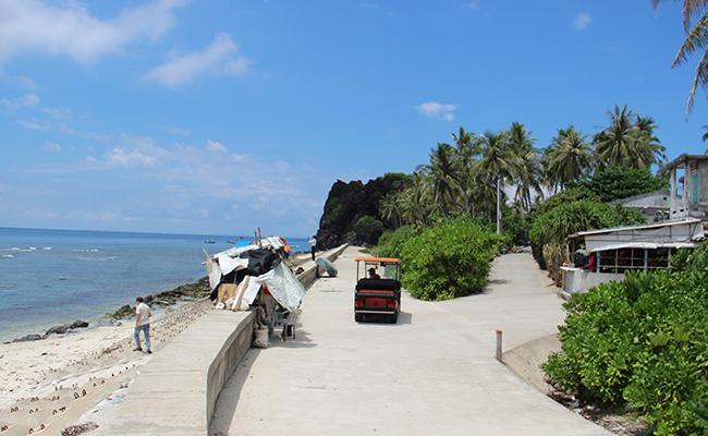 Những thắng cảnh đẹp ở đảo Bé bị làm xấu bởi các con đường, công trình bê tông hóa