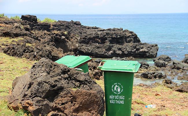 Việc thu gom rác, hạn chế sử dụng rác khó phân hủy ngày càng được chú trọng