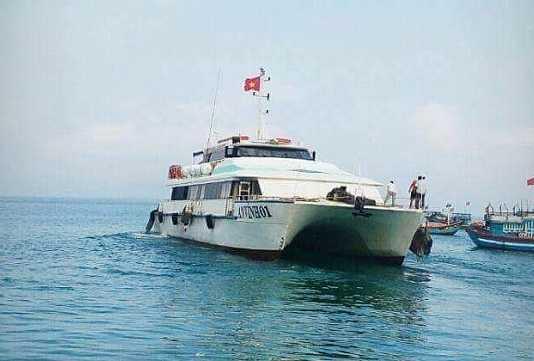 Tàu khách An Vĩnh 01 đưa thai phụ Thu vào đất liền sinh an toàn. Ảnh Hợp tác xã huyện đảo Lý Sơn