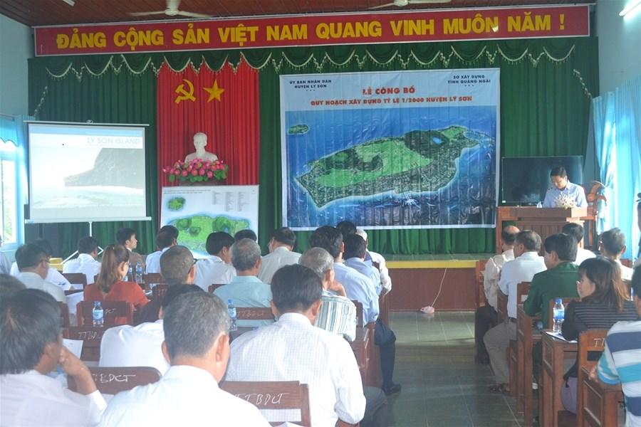 Quang cảnh buổi lễ công bố quy hoạch xây dựng tỷ lệ 1/2000 huyện Lý Sơn.