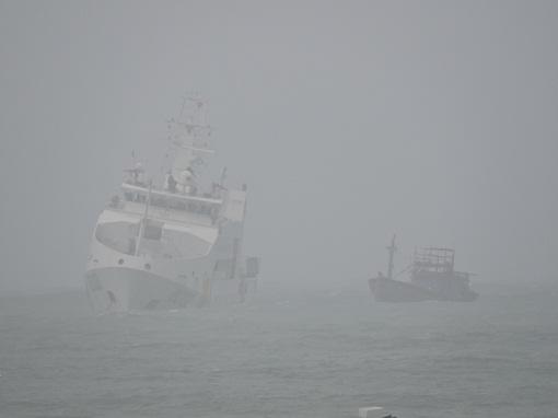 Lai dắt tàu cá gặp nạn
