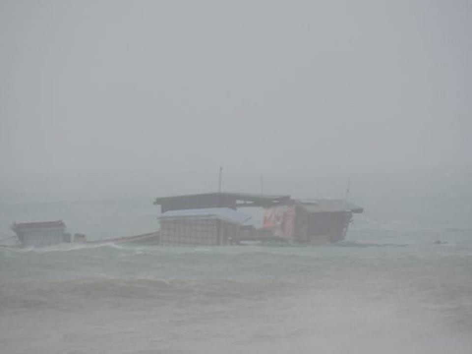Mưa bão số 12 tại đảo Lý Sơn