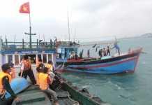 Ngoài cứu các ngư dân Lý Sơn, lực lượng CSB còn cứu tàu cá của ngư dân gặp nạn trên biển