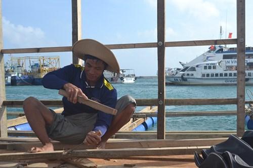 Sửa chữa đóng mới lồng bè để khôi phục nuôi tôm hùm,cá bớp