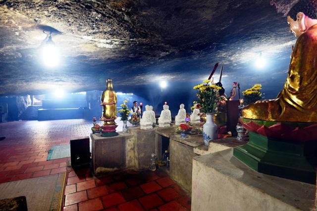 Chùa Hang, một di tiichs lịch sử văn hóa cấp quốc gia ở Lý Sơn.