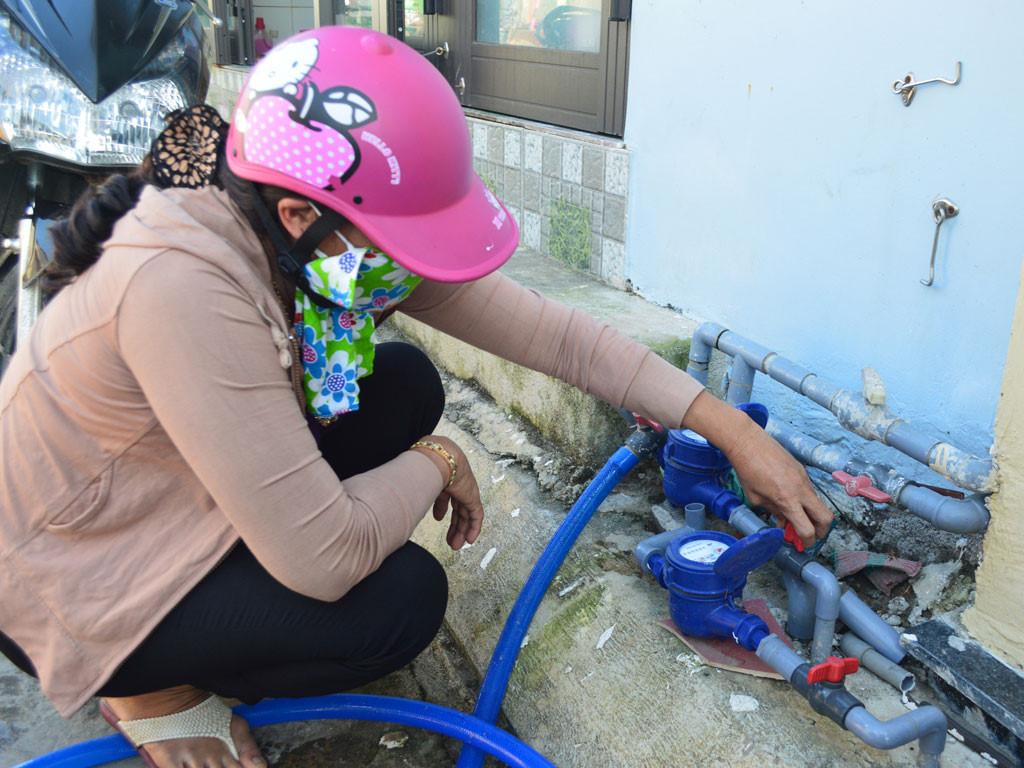 Đồng hồ nước ở các hộ dân Lý Sơn lắp đặt từ lâu nhưng vẫn chưa có nước sạch chảy qua