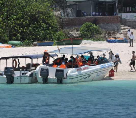 Thuyền trưởng tàu khách tuyến đảo Lớn - đảo Bé bị bỏng nặng do hút thuốc lúc kiểm tra bình xăng