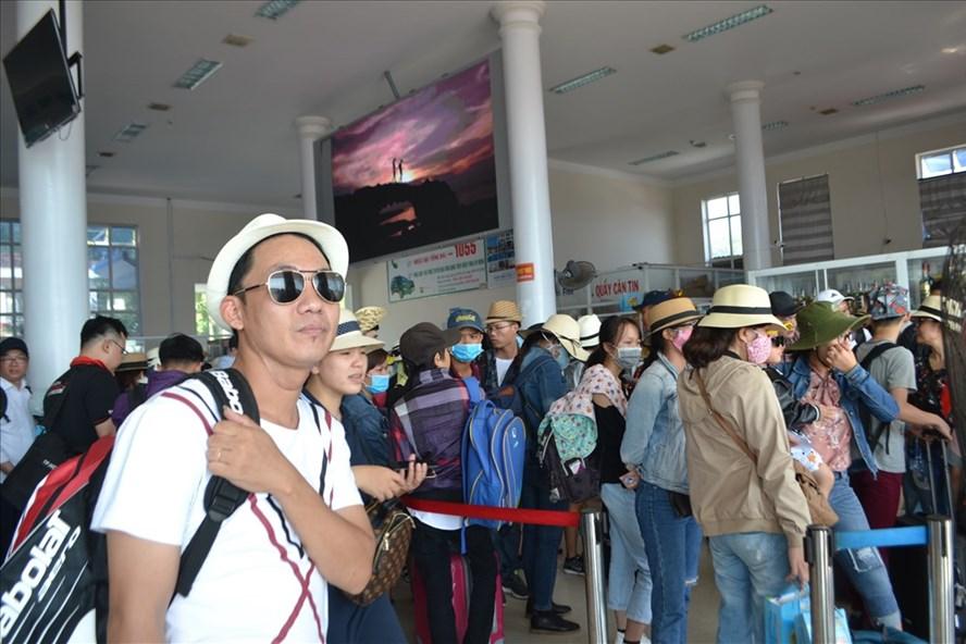 Du khách ra đảo Lý Sơn.