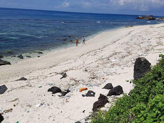 Đảo Bé (huyện đảo Lý Sơn) thuộc Công viên địa chất Lý Sơn nay được quy hoạch thuộc dự án du lịch của FLC. Ảnh: TẤN VIỆT