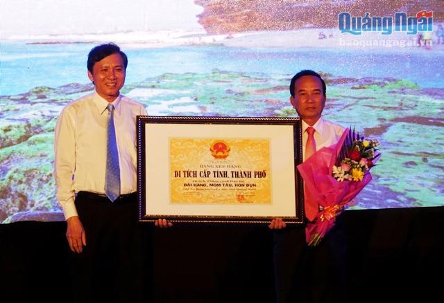 UBND huyện Lý Sơn đón nhận bằng xếp hạng di tích lịch sử văn hóa cấp tỉnh cho các thắng cảnh đảo Bé, xã An Bình