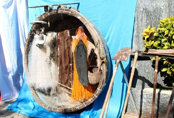 Những hiện vật là dụng cụ lao động hàng ngày của cư dân Lý Sơn được trưng bày, giới thiệu đến với du khách