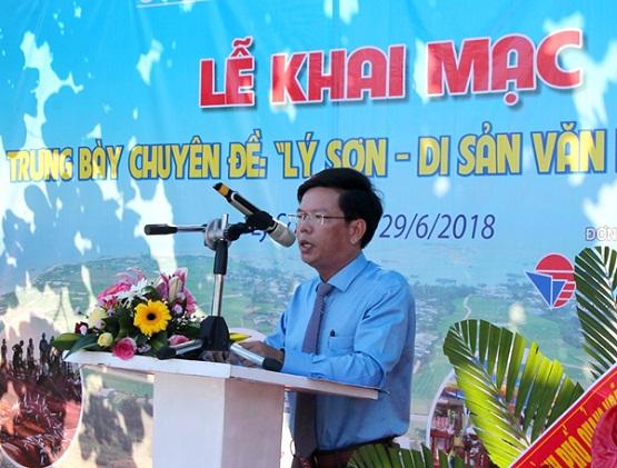 Ông Lê Văn Ninh- Phó Chủ tịch UBND huyện Lý Sơn phát biểu tại lễ khai mạc triển lãm