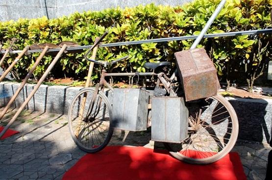 Phương tiện vận chuyển nông sản và nước uống của cư dân đất Đảo ngày xưa