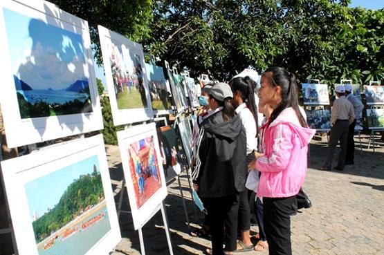 Triển lãm đã thu hút được sự quan tâm của đông đảo học sinh trên địa bàn huyện