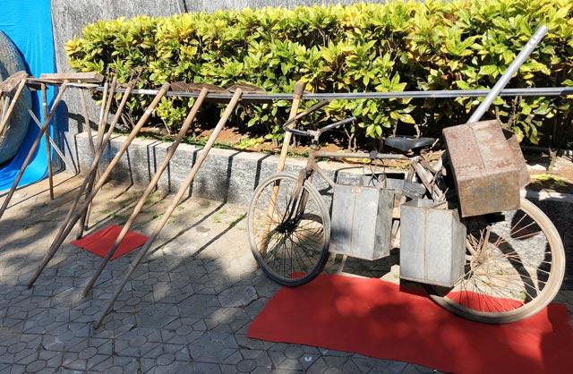 Bộ nông cụ phục vụ trồng hành, tỏi.