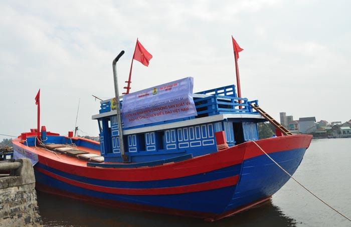tàu đánh cá lý sơn