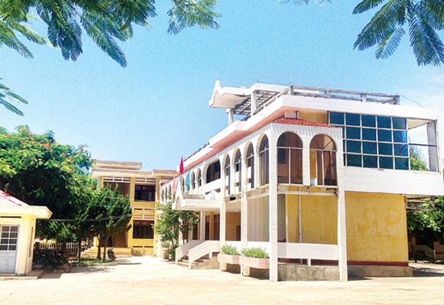Trụ sở UBND huyện Lý Sơn, nơi có một số cán bộ xảy ra xô xát với nhau
