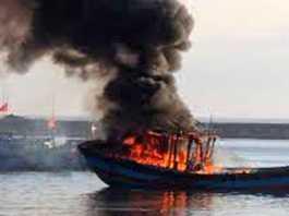 Một tàu cá ở Quảng Ngãi bốc cháy trước đó