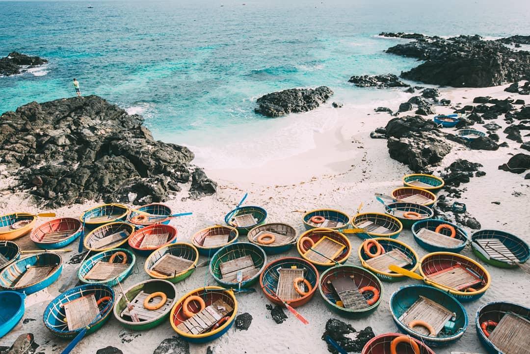 Một bãi tắm tại đảo Bé - Lý Sơn