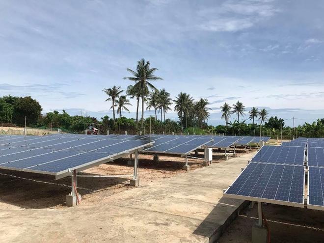 Nhà máy năng lượng mặt trời trên đảo Bé ở huyện đảo Lý Sơn.
