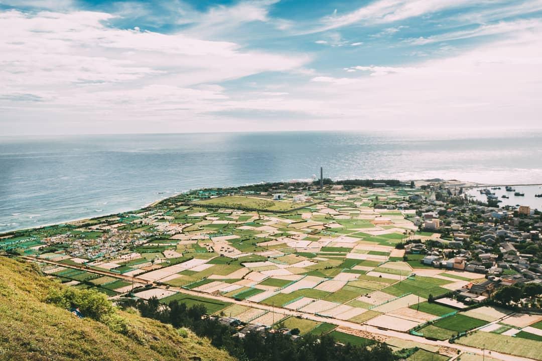 Toàn cảnh đảo Lý Sơn nhìn từ trên cao