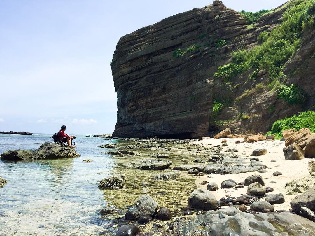 Khu vực Hang Câu, đảo Lý Sơn với nhiều giá trị trầm tích độc đáo.