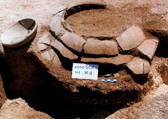 Mộ nồi được phát hiện tại di tích suối Chình