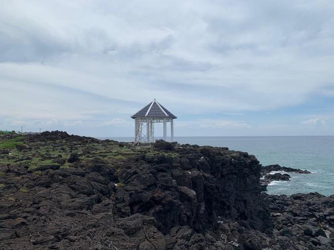 Điểm dừng chân được xây gần vực sâu ở đảo Bé