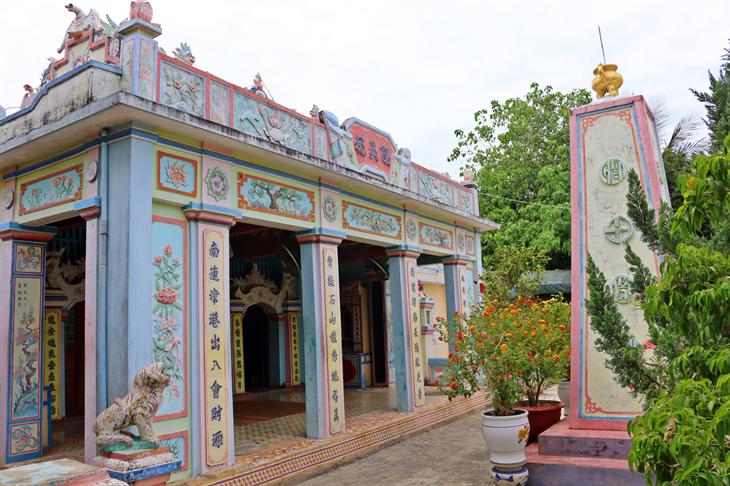 Âm linh tự ở giữa khu mộ gió, nơi thờ Đội Hoàng Sa kiêm quản Bắc Hải trên đảo Lý Sơn.