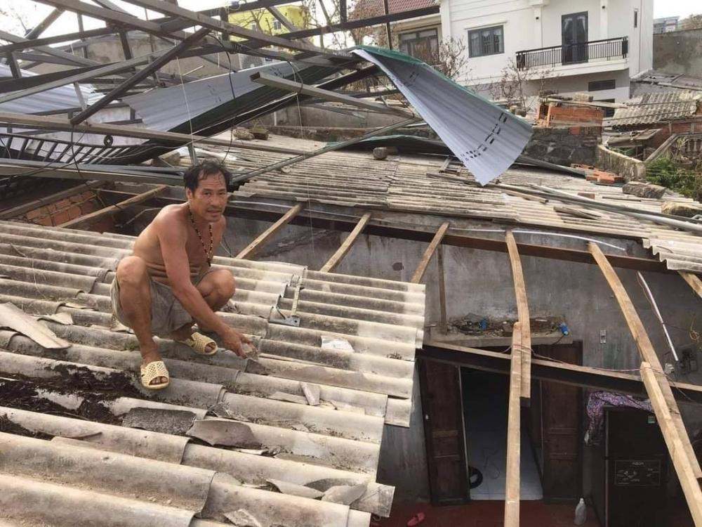 Nhiều nhà dân ở Lý Sơn bị thiệt hại nặng sau bão số 9