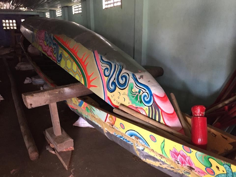 Vẽ hình trên thân thuyền