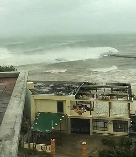 Sóng đánh phủ cảng Bến Đình.
