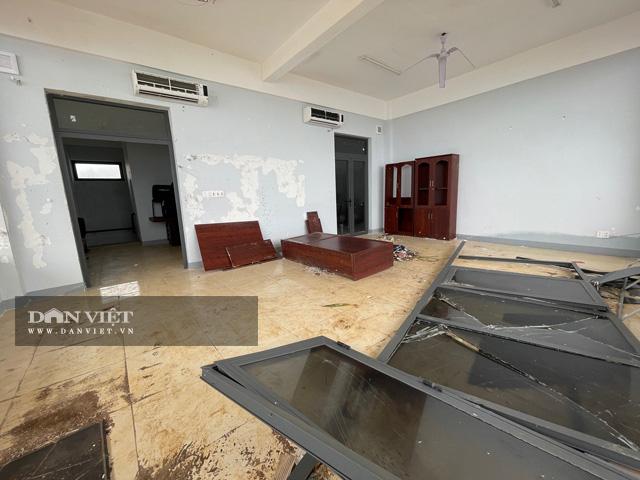 Một số vị trí hư hỏng bên trong công trình trụ sở UBND huyện Lý Sơn, trị giá 80 tỷ đồng.