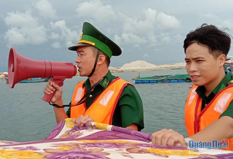 Lực lượng biên phòng kêu gọi tàu thuyền vào nơi tránh trú an toàn