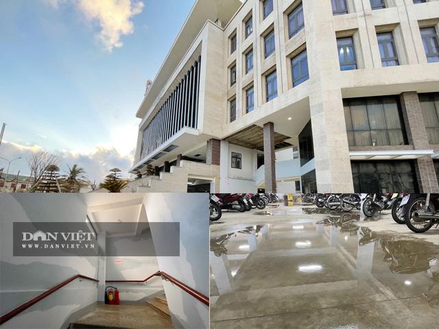Một số hình ảnh về công trình trụ sở UBND huyện Lý Sơn, trị giá 80 tỷ nhưng chưa bàn giao và đưa vào sử dụng.