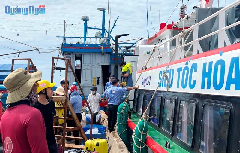 UBND tỉnh yêu cầu các đơn vị liên quan phối hợp chuẩn bị phương án đưa người dân Lý Sơn về đảo đón Tết trong điều kiện thời tiết xấu