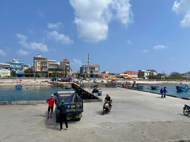 Bến cảng An Vĩnh, đảo Lý Sơn vắng khách dù đang là thời gian đỉnh điểm khách ra đảo du xuân.