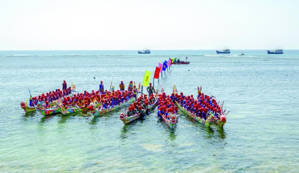 Đua thuyền Tứ Linh, một trong những lễ hội thu hút nhiều du khách đến Lý Sơn
