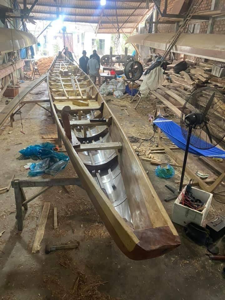 Chiếc thuyền Tứ Linh này chở 15 tay chèo tham gia vào lễ hội.