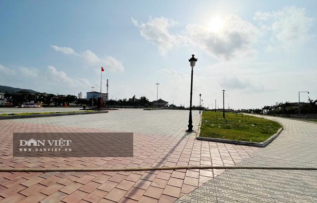 Toàn cảnh Quảng trường Trung tâm huyện Lý Sơn.