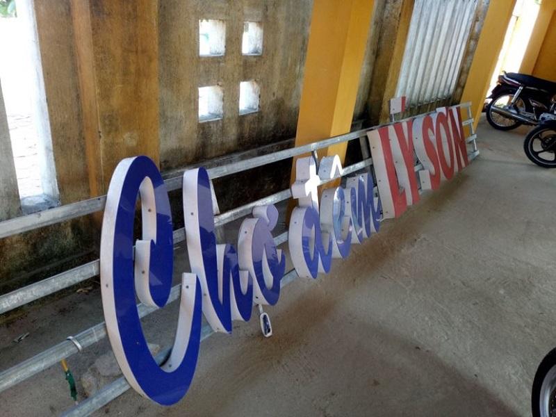 Cổng chào chợ đêm Lý Sơn bị tháo dỡ.