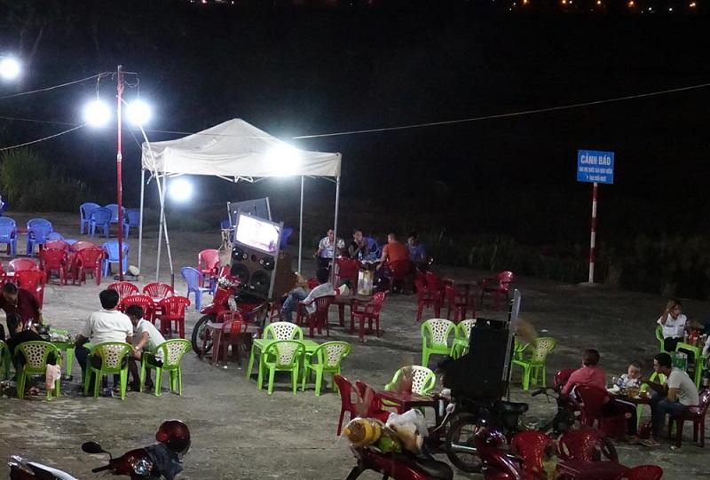 Một góc Chợ đêm Sông Trà.